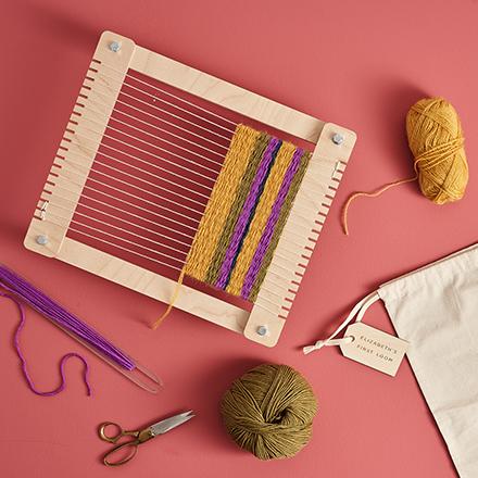Handmade beginners weaving loom